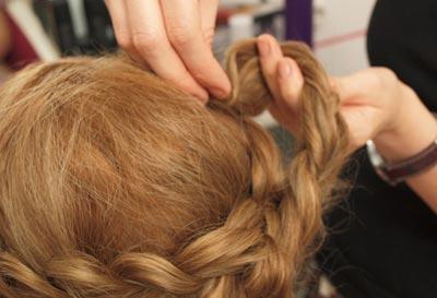 прическа с косами