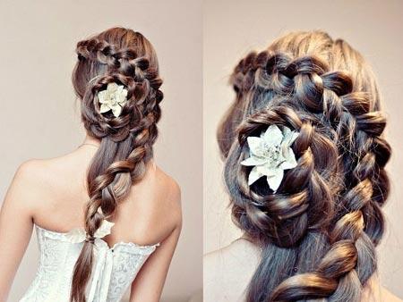 прическая с цветком из волос