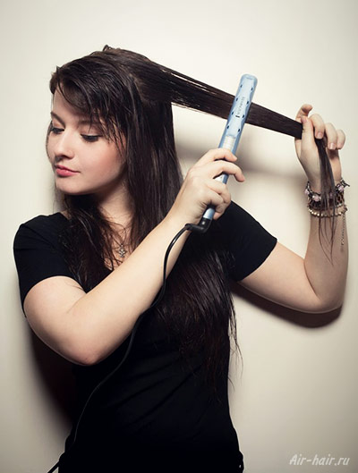 Можно ли выпрямлять влажные волосы утюжком
